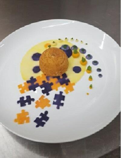 Mezza sfera di ricotta di mandorle e carciofi alla camomilla con patate dolci e patate viola